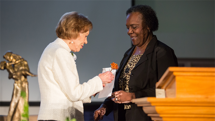 Linda Morris receives Georgia Para-Professional Caregiver of the Year award from former first lady Rosalynn Carter.